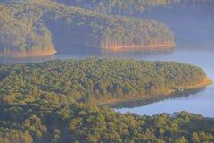 Surpreendendo, vista bonita do lago Lam de Tuyen Fotografia de Stock