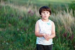 Surpreendido 6 anos de menino idoso Fotos de Stock Royalty Free