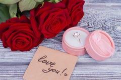 Surpresa romântica do feriado do Valentim imagem de stock royalty free
