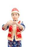 Surprise de petit garçon avec le présent pendant la nouvelle année chinoise photo libre de droits