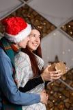 Surprise obtenue par fille pour Noël Photo libre de droits