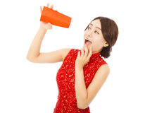 Surprised asian young woman point to a empty red envelope Stock Photography