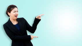 Surprised business woman pointing and looking to the side Royalty Free Stock Photography