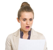 Surprised business woman reading document Royalty Free Stock Photography