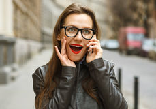 Surprised businesswoman walking down the street while talking on Royalty Free Stock Photos