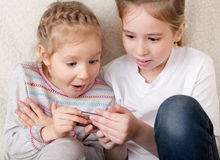 Surprised children with mobile phone Royalty Free Stock Photography