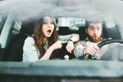 Surprised couple in car Royalty Free Stock Photos