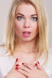 Surprised entsetzte Frauengesicht mit offenem Mund Stockfotos