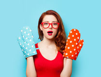 Surprised redhead girl with oven gloves Royalty Free Stock Photography