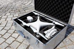 Surr för flyget i en transportmetallpåse Arkivfoton