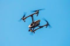 Surr med en kamera i himlen Fotografering för Bildbyråer