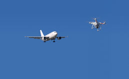Surr och flygplan Fotografering för Bildbyråer