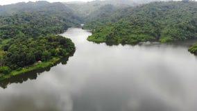 Surr skjutit sceniskt landskap för flyg- sikt av naturberget och skogstället i Thailand lager videofilmer