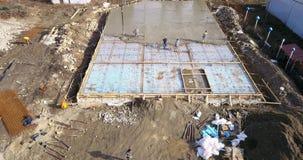 Surra bilden, flyg- wiev av en konstruktionsplats under hällande cement, royaltyfri bild