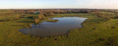 Surra skottet av en sjö i Leicester-grevskapet bygd Arkivfoto