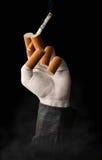 Surreal beeld van een hand die een sigaret houden Royalty-vrije Stock Foto