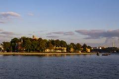 Surreal hemel meer dan één van Stockholms-oriëntatiepunt royalty-vrije stock foto's
