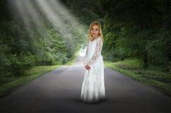 Surreal Meisje, Weg, Hoop, Vrede royalty-vrije stock afbeelding