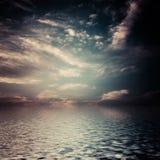 Surreale, dunkle Wolken. Lizenzfreie Stockfotografie