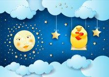 Surreale Nacht mit Mond, Schwingen und Küken in der Liebe Lizenzfreies Stockbild