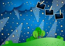Surreale Nacht mit Scheinwerfern und Fotorahmen lizenzfreie stockfotos