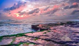 Surrealer tropischer Paradies-Brasilianer-Sonnenaufgang Stockfotografie