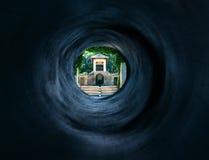 Surrealer Tunnel zum mystischen orientalischen Palast Stockfotografie