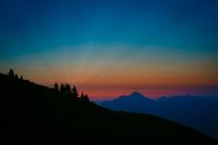 Surrealer und bunter Sonnenaufgang in Österreich Stockfotos