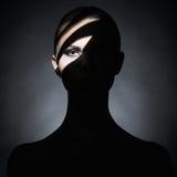 Surrealistische jonge dame met schaduw op haar lichaam Stock Afbeeldingen