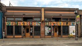 Surrealistiska framsidor som smyckar klubban Dada, djupa Ellum, Dallas, Texas Royaltyfri Fotografi