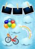 Surrealistyczny niebo z balonów, roweru i fotografii ramami, Obrazy Stock