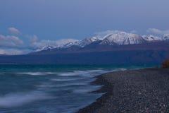Surrealistyczny półmrok nad Kluane jeziorem blisko Kluane parka narodowego obraz stock