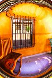 Surrealistyczny Południowo-zachodni gankowy wykoślawienie z purpurową podłoga zdjęcia royalty free