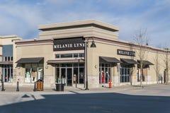 SURREY, CANADÁ - 10 de febrero de 2019: Centro comercial de la tienda de Melanie Lyne o plaza de compras en la vecindad de Sunnys imagenes de archivo