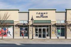 SURREY, CANADÁ - 10 de febrero de 2019: Centro comercial de la tienda de Tommy Hilfiger o plaza de compras en la vecindad de Sunn fotografía de archivo