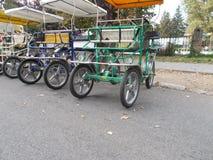 Surrey cyklar royaltyfri bild