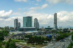 Surrey Kanada Augusti 30, 2018: Moderna byggnader och större Vancouver för infrastrukturstadsmitt område arkivbilder