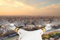 Surrflyg ovanför Paris stadspanorama Royaltyfria Bilder