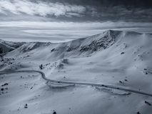 Surrfotoet - snöa dolda berg av Colorado royaltyfri bild
