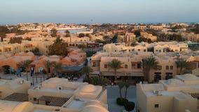 Surrlängd i fot räknat av den moderna staden El Gouna i Egypten lager videofilmer