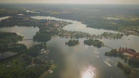 Surrsikt av den historiska Trakai staden royaltyfri bild
