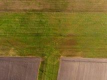 Surrsikt av jordbruks- land från överkant royaltyfri bild