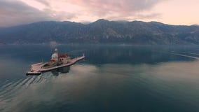 Surrvideo - fjärden av Kotor efter solnedgång, Perast arkivfilmer