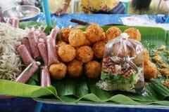 Surt griskött och frasiga ris arkivfoton