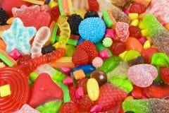 Surtido azucarado de caramelos multicolores Fotos de archivo