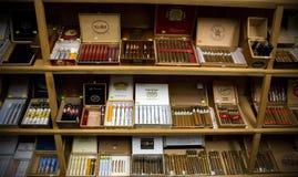 Surtido de cigarros dominicanos foto de archivo