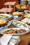 Surtido de comida en una comida fría fría Fotos de archivo libres de regalías