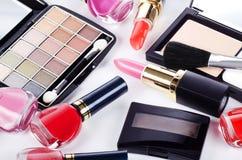 Surtido de cosmético para un maquillaje decorativo Imágenes de archivo libres de regalías