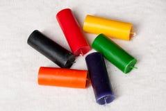 Surtido de diversas velas de los colores Foto de archivo libre de regalías