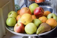 Surtido de frutas enteras frescas Fotos de archivo